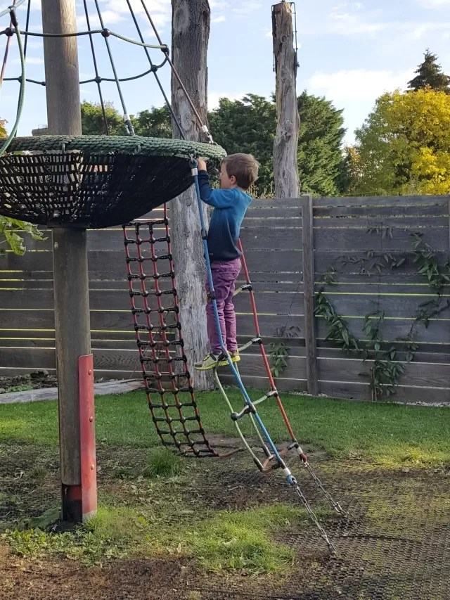 climbing-the-rope-ladder