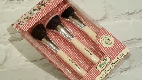make-up-brush-set-from-vintage-cosmetic-company
