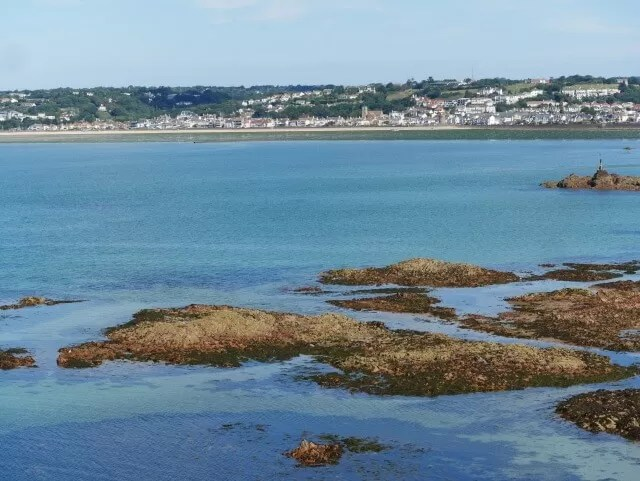 the-sea-at-st-helier-jersey