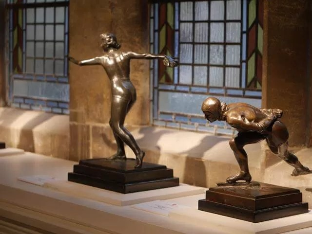bronze statues in palace house