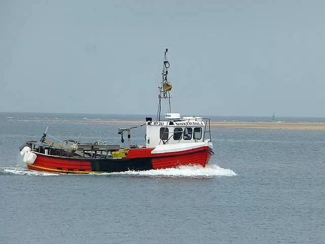 boat coming in to Wells next the sea