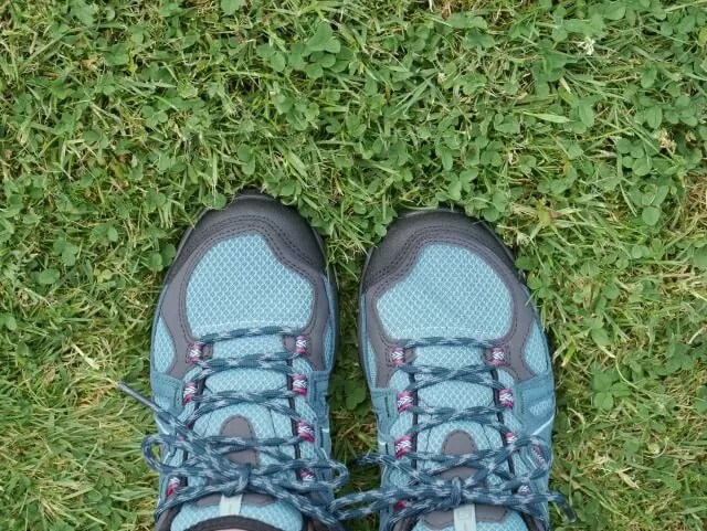 where I stand in salomon walking shoes