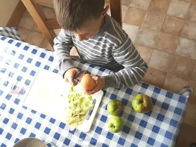 peling cooking apples