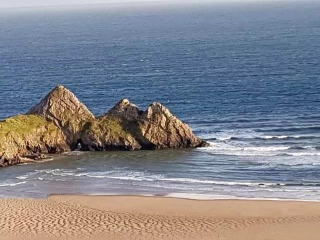 rocks at 3 cliffs bay
