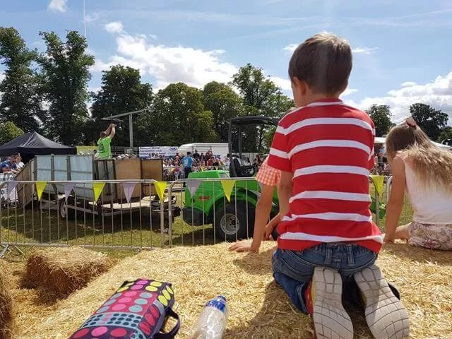 watching young farmers display