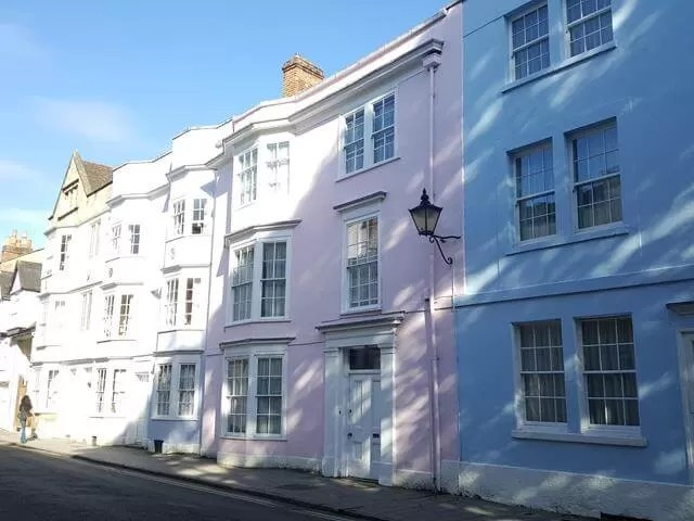 pastel houses in holywell street