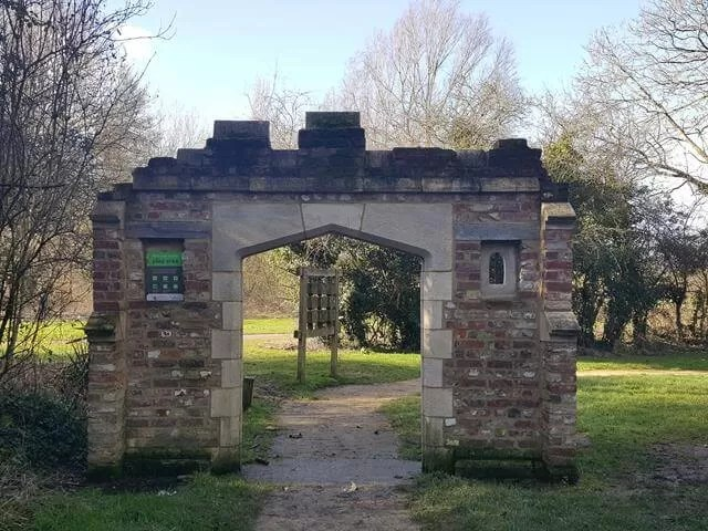 archway to emberton country park