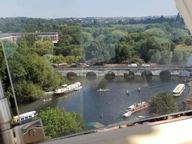 bridge over the river avon Stratford