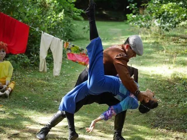 duet dance pose