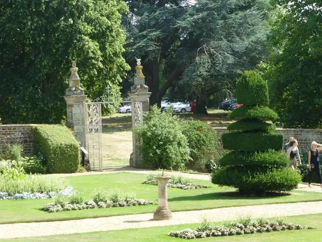 topiary in canons ashby