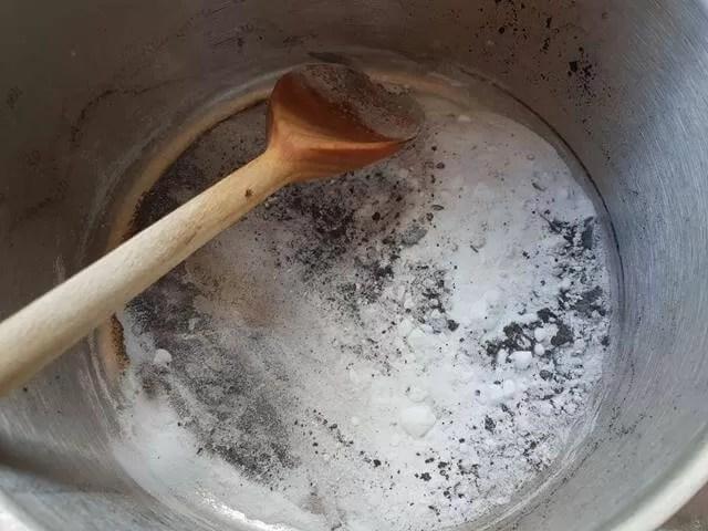 bicarb cleaning pan