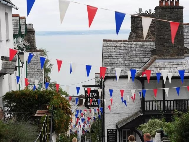 pretty clovelly bunting