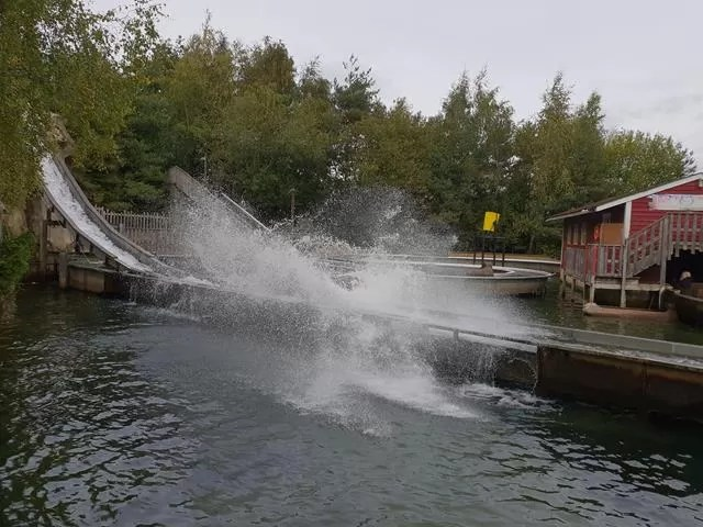 log flume splash