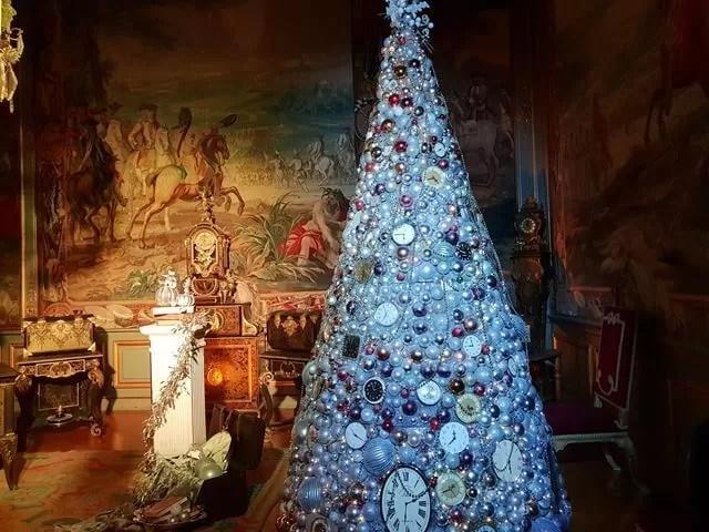 clocks on christmas tree