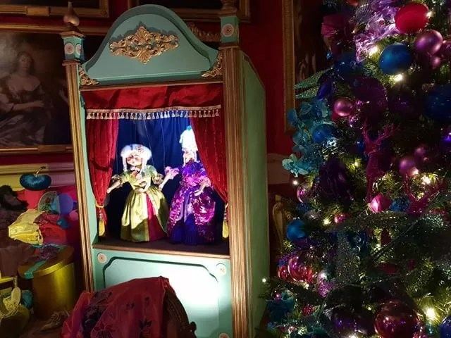 ugly sisters puppet show display