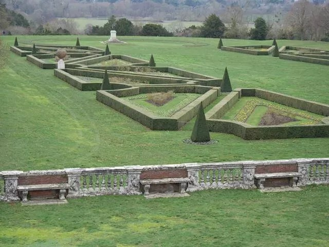 triangular hedge pattern on Cliveden parterre