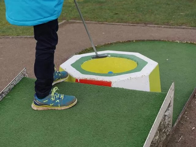 getting golf ball down a yellow hole