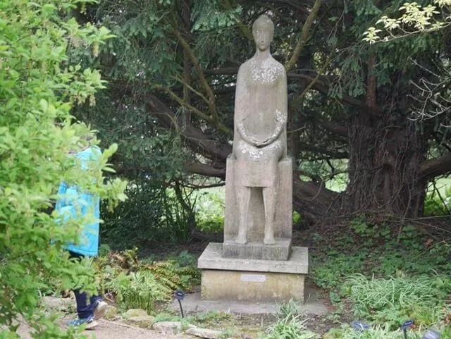 statue of sitting lady at waterperry gardens