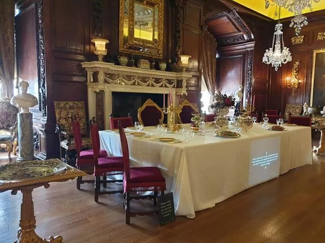 dining room at warwick castle
