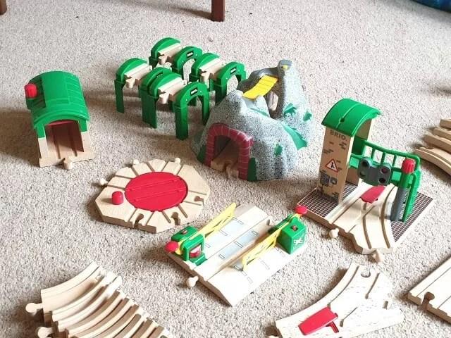 brio railway set pieces