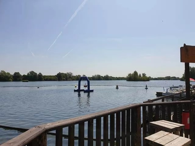 cotswold water park paddle boarders