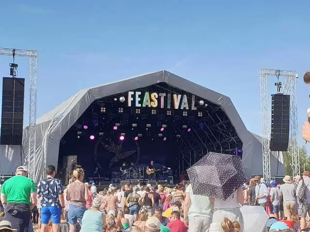 big feastival main stage with dodgy