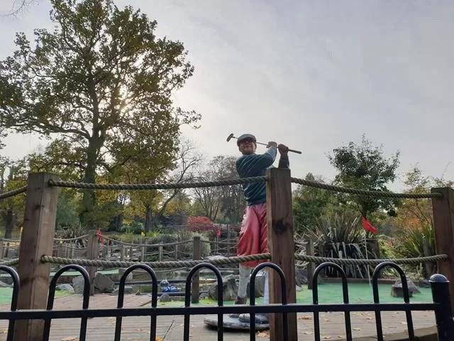 golfer statue by crazy golf