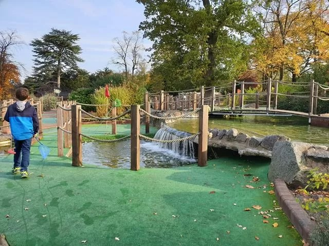 risky crazy golf water feature.