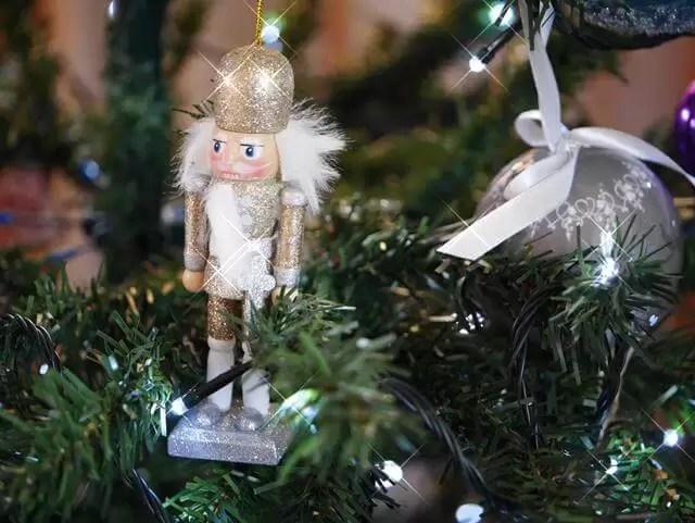 golden nutcracker tree decoration