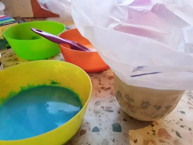 mixing the coloured icing.