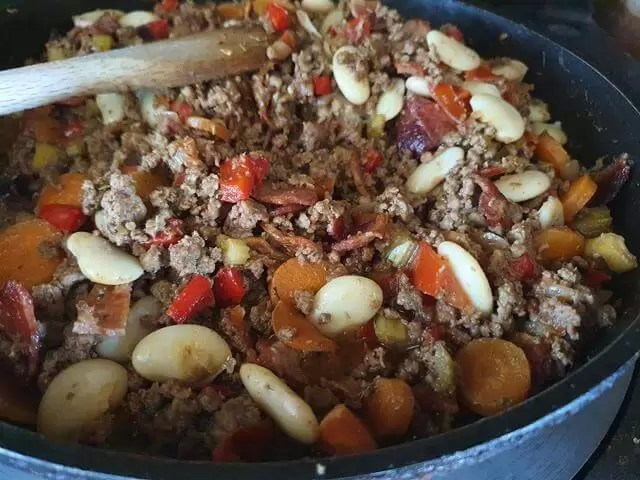 finishing cooking mince with veg and butter beans