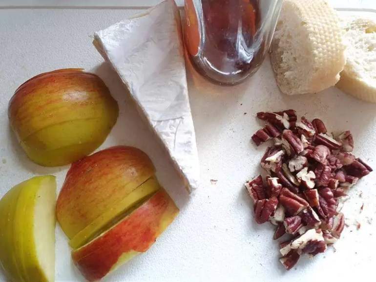 ingredients for baked brie with toppings