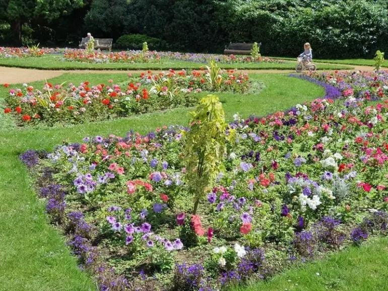 circular flower beds