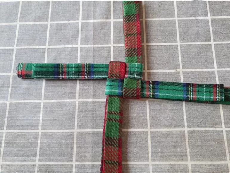 pull in the interlocked fabric tight