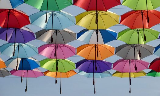 RSE en entreprise, parapluies colorés