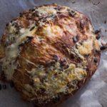 Brood met pompoenpitten en fenegriekkaas