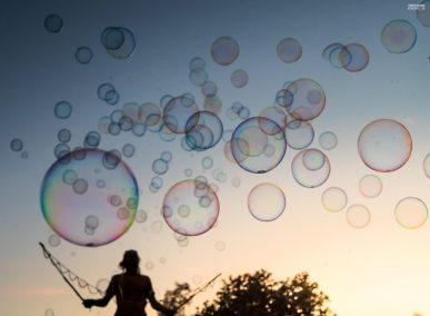 Jero-Nymand-Bubblewelt-Riesenseifenblasen-Bielefeld-tripfabrik