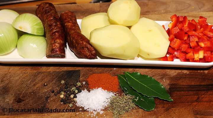 tocana de cartofi ingrediente reteta