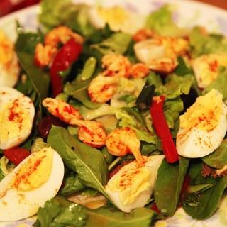 Salata cu raci, oua si spanac. Salata cu cozi de raci.