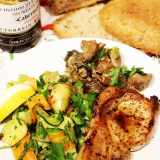 Salata de cartofi noi, cu morcov, telina si dovlecel.