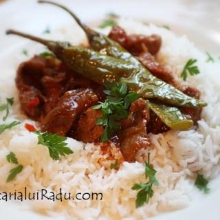 Curry cu carne de vitel si orez basmati.