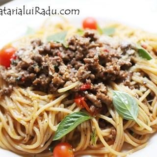 Spaghetti bolognese cu carne de porc si vita.