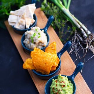 Piure de avocado cu wasabi, salata de vinete cu usturoi verde.