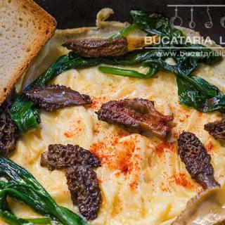 Omleta cu zbarciogi si leurda. Reteta omleta cu ciuperci de padure si leurda.
