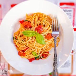 Spaghete cu rosii cherry si busuioc. Cat de simplu?