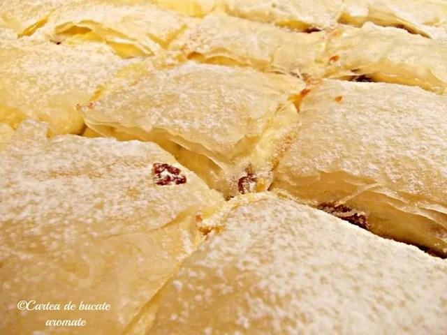 Plăcintă cu brânză şi stafide