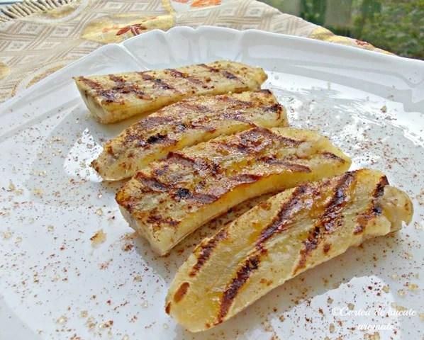 Banane la grătar cu scorţişoară
