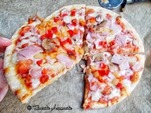 Pizza cu şuncă şi ciuperci