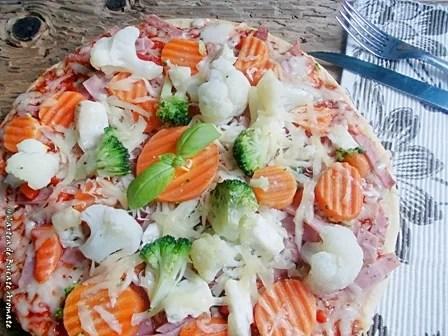 pizza cu multe legume si putina sunca1