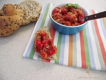 Salată cu vinete şi ardei copţi